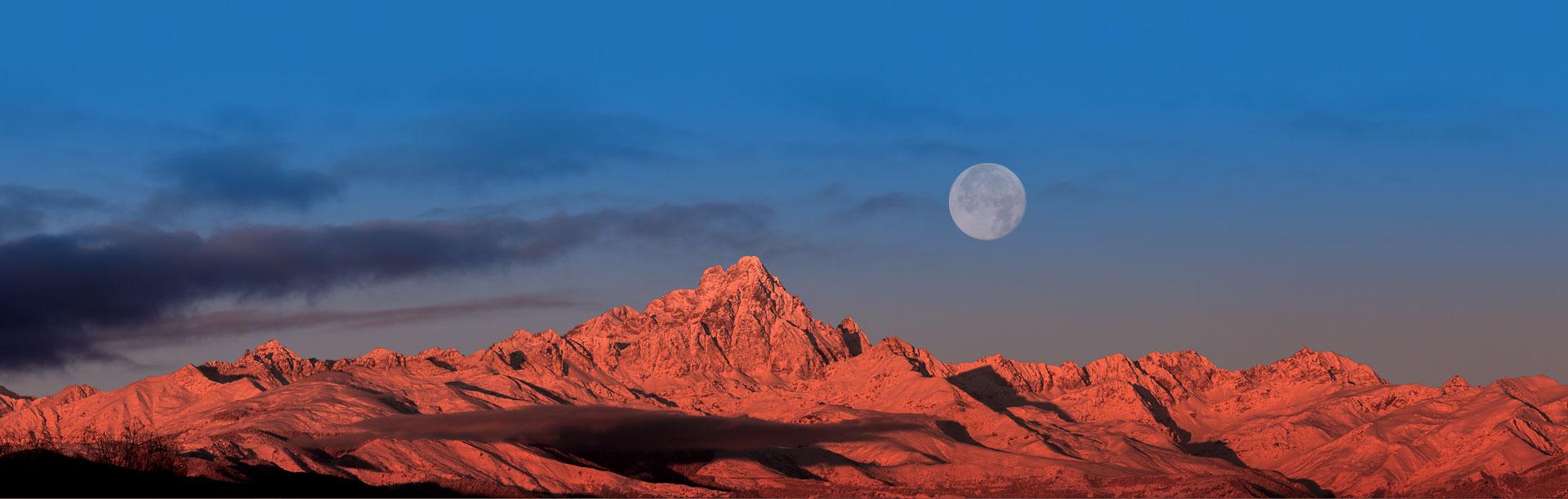 Il Monviso e la Luna